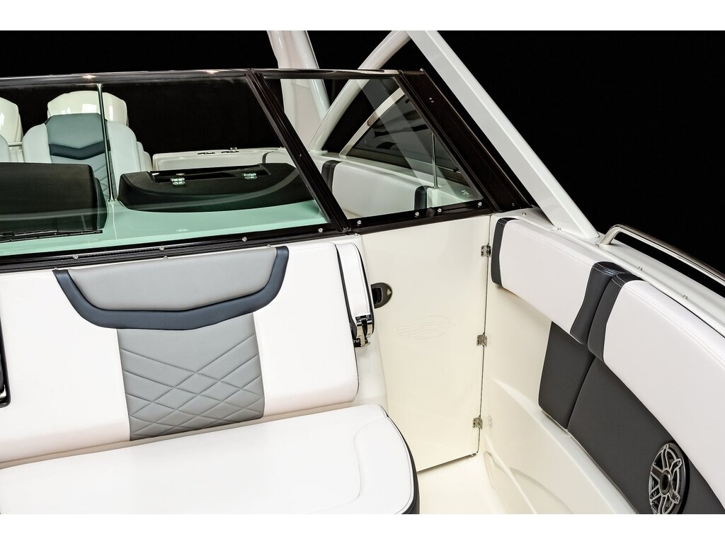 2021 Chaparral boat for sale, model of the boat is 280 Osx O/b & Image # 5 of 18