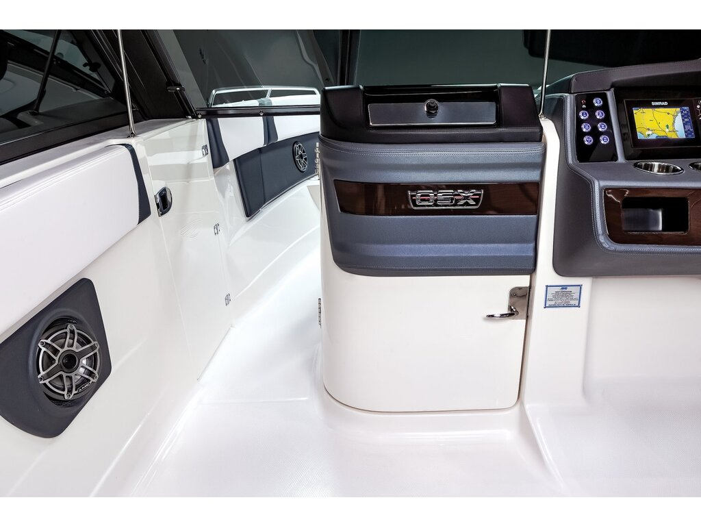2021 Chaparral boat for sale, model of the boat is 280 Osx O/b & Image # 11 of 18