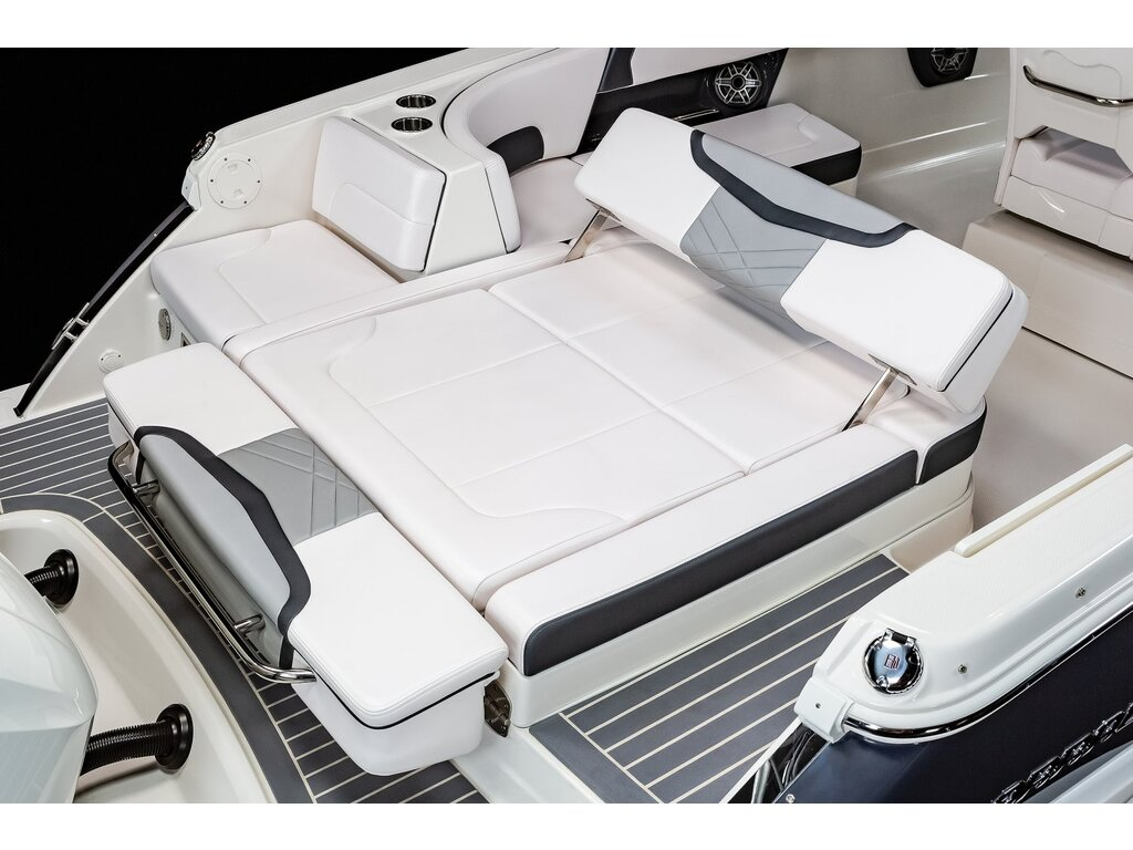 2021 Chaparral boat for sale, model of the boat is 280 Osx O/b & Image # 4 of 18