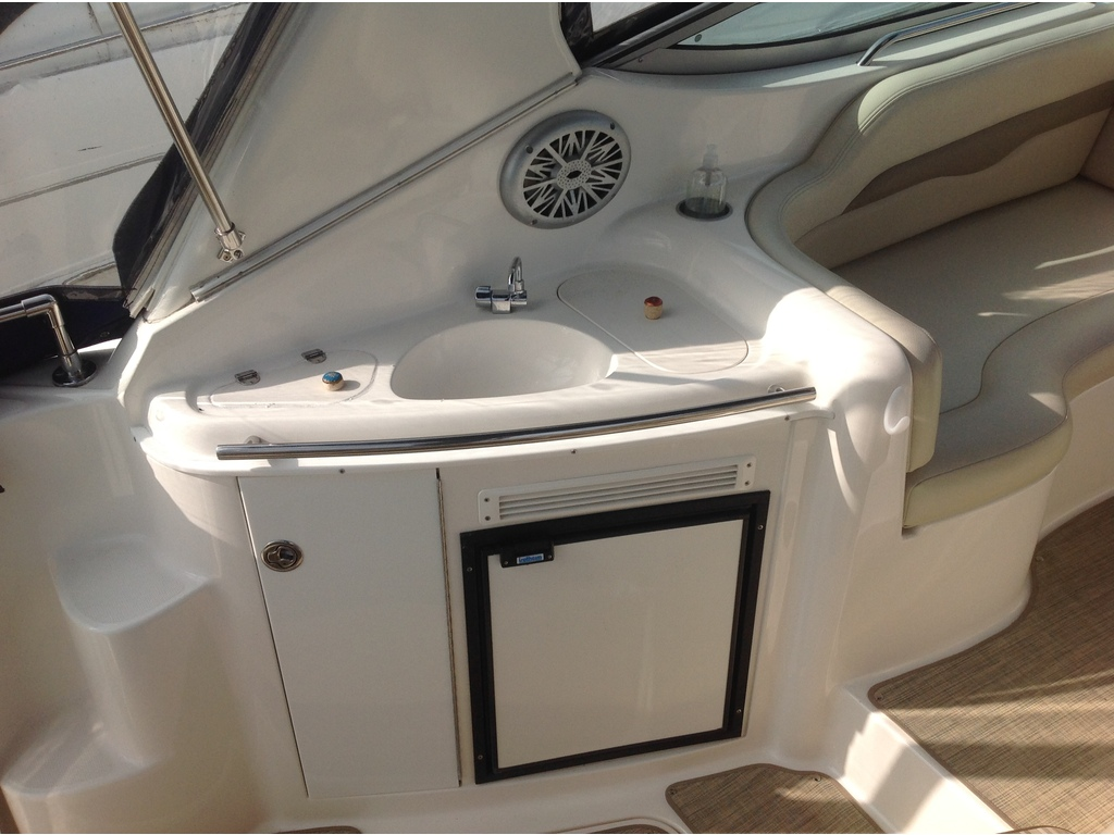 2004 Chaparral boat for sale, model of the boat is Signature 310 & Image # 6 of 16