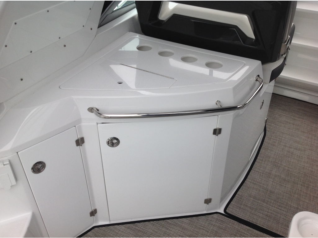2020 Monterey boat for sale, model of the boat is 335sy & Image # 8 of 25