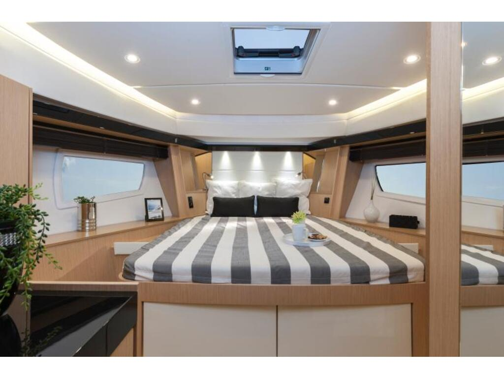2021 Bavaria boat for sale, model of the boat is Virtess 420coupe Ips 600 Volvo & Image # 4 of 5