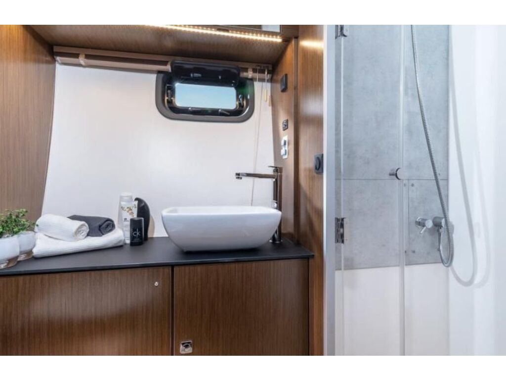 2022 Bavaria boat for sale, model of the boat is Sr41 Coupe Volvo D6-380 Evc2 & Image # 3 of 3