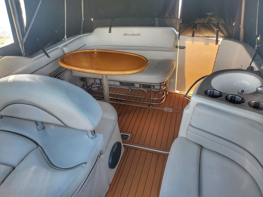 2009 Larson boat for sale, model of the boat is Cabrio 274 & Image # 3 of 4