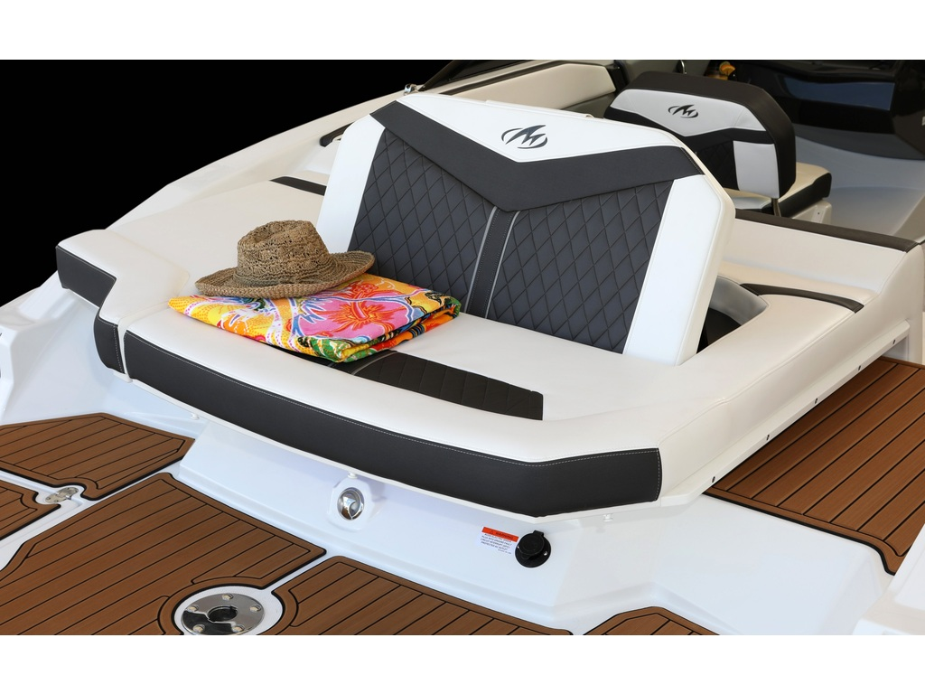 2021 Monterey boat for sale, model of the boat is 238ss & Image # 2 of 4