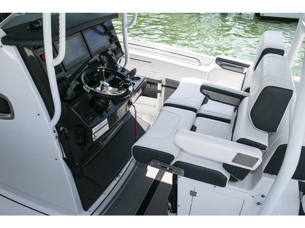2021 Blackfin boat for sale, model of the boat is 302 Cc & Image # 9 of 12