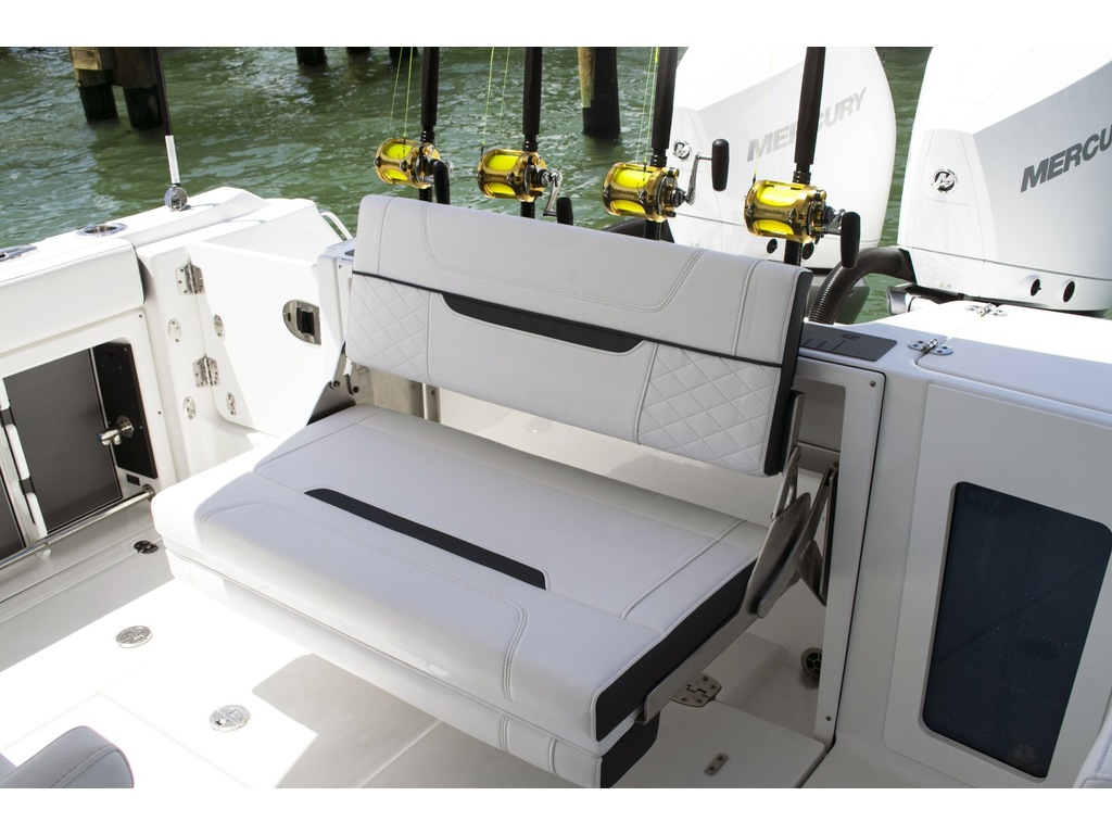 2021 Blackfin boat for sale, model of the boat is 302 Cc & Image # 3 of 12
