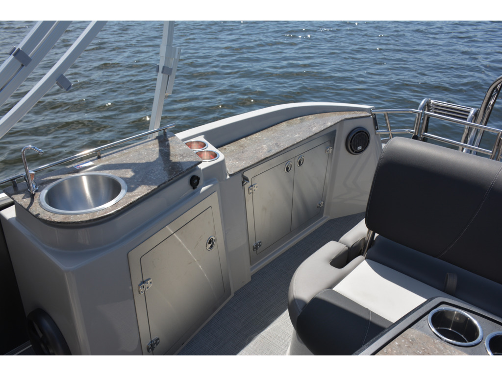 2022 Starcraft boat for sale, model of the boat is Mx 23 Q  & Image # 3 of 8